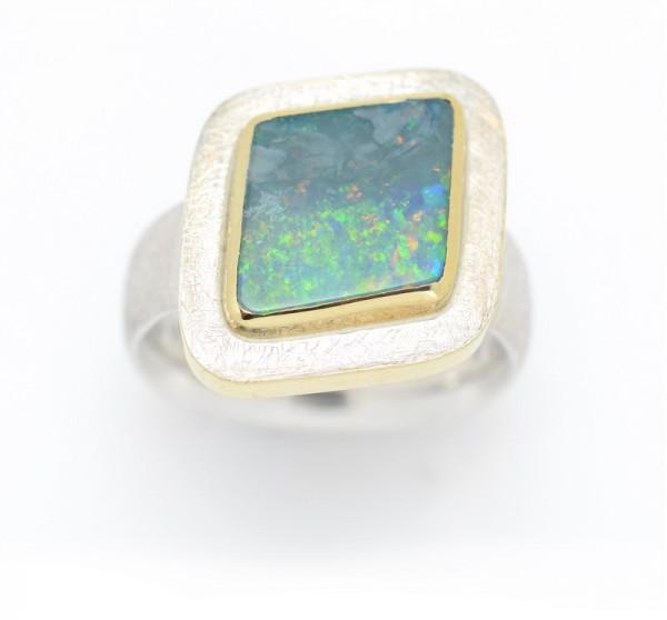 Boulderopal Ring
